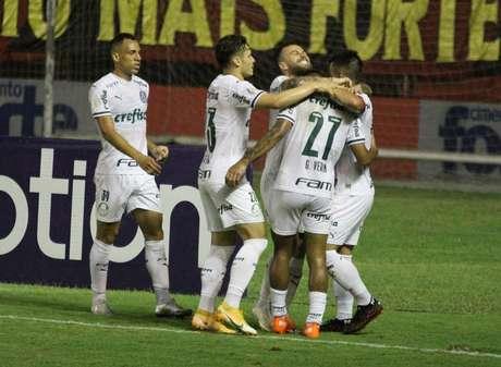 Palmeiras se aproxima dos líder São Paulo nos pontos perdidos e pode surpreender na reta final
