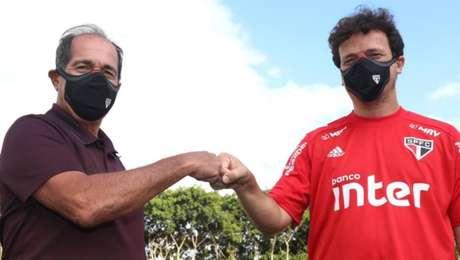 Muricy Ramalho cumprimentaFernando Diniz em primeiro dia como novo coordenador de futebol do São Paulo