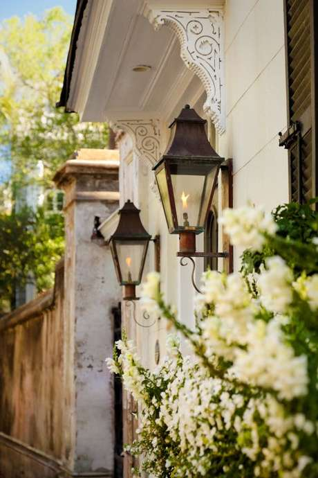 5. Arandelas coloniais rústicas – Via: Pinterest