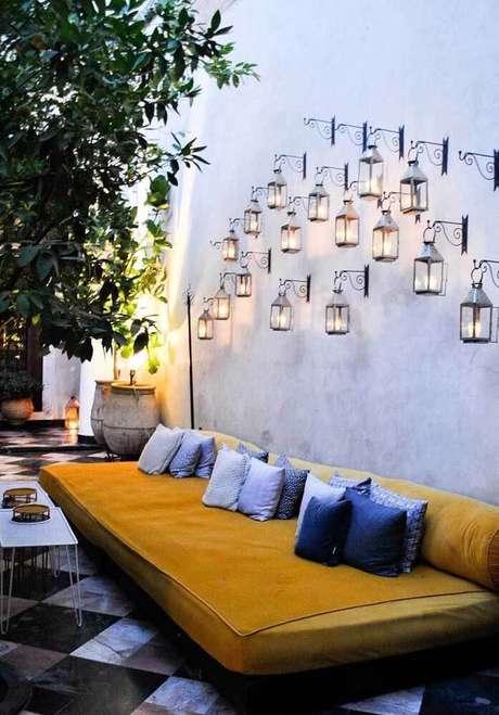 7. Arandela rústica colonial na varanda charmosa – Via: Pinterest