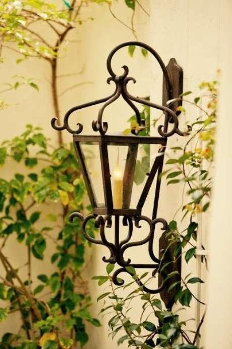 21. Arandela rústica feita de ferro – Via: Laura Lee Design