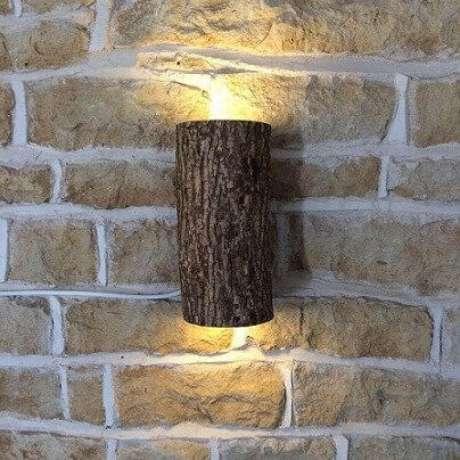 22. Arandela rústica de madeira em casa bem decorada – Via: Revista VD