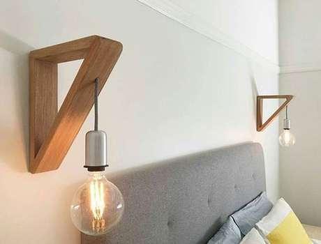 24. Arandela rústica de madeira simples – Via: Heatherly Design