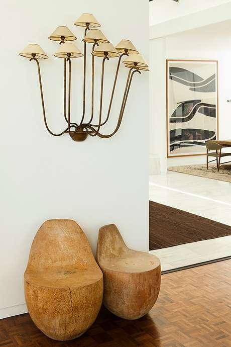 33. Arandela rústica na sala de estar clássica – Via: Domaine Home
