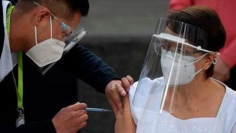 México, Chile e Costa Rica estão entre os países que já estão aplicando a vacina contra covid-19