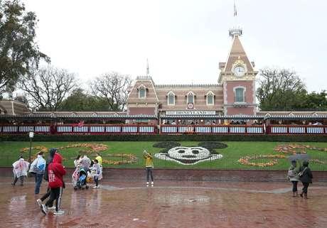 Vista geral da entrada da Disneylândia em Anaheim, na Califórnia 13/03/2020 REUTERS/Mario Anzuoni