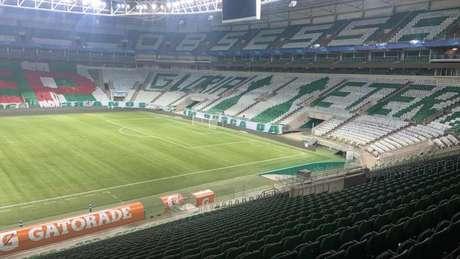 Torcida organizada do Palmeiras fez um mosaico com duas taças da Libertadores (Foto: Reprodução)