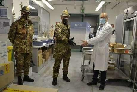 Chegada de vacinas em Bolzano, em 27 de dezembro