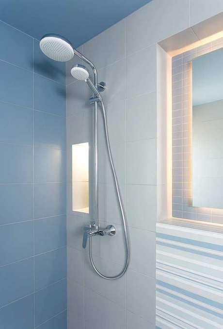 22. Revestimento azul para banheiro – Via: Pinterest