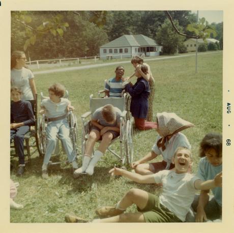 Crip Camp: Revolução pela Inclusão – Revolução floresce em um acampamento de verão em ruínas para adolescentes com deficiência.