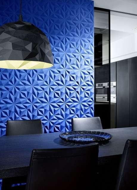 29. Revestimento 3D azul na sala de jantar – Via: Revestindo a Casa