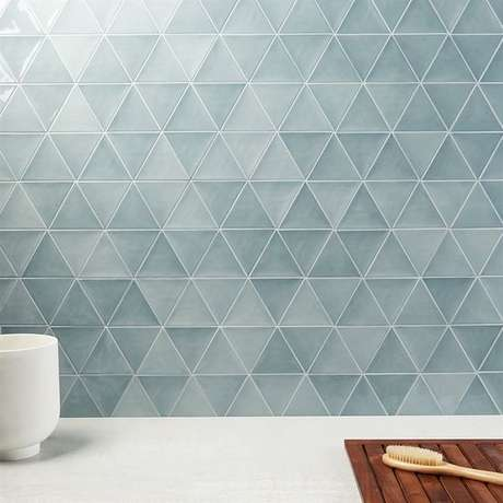 46. Revestimento geométrico azul em triângulos moderno – Via: Soho Studio Corp