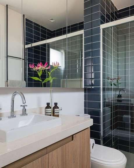 51. Banheiro azul moderno – Via: Decor Salteado