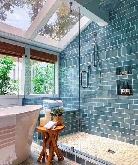 55. Revestimento azul para banheiro – Via: Addiction Decor