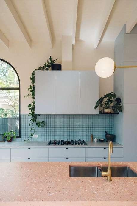 58. Cozinha azul moderna – Via: Casa Vogue