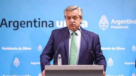 Desde que assumiu, o presidente Alberto Fernández aplicou medida para tentar brecar a saída de dólares
