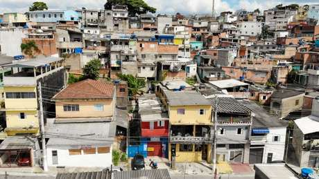 Grande parte da população urbana de baixa renda vive em favelas