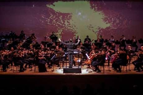 A Orquestra Sinfônica da Bahia sob regência do maestro Carlos Prazeres