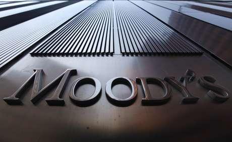 Logo Moody's em edifíco em Nova York, EUA  02/08/2011 REUTERS/Mike Segar