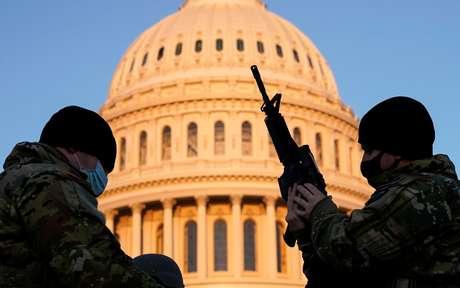 Membros da Guarda Nacional dos EUA protegem o prédio do Congresso norte-americano em Washington 13/01/2020 REUTERS/Joshua Roberts