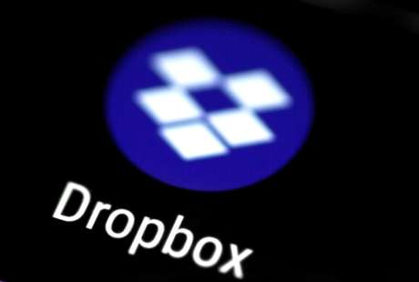 Logo do aplicativo de Dropbox para telefone REUTERS/Thomas White/Illustration