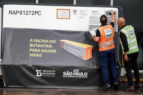 Chegada de doses da Coronavac no Aeroporto de Guarulhos, em São Paulo