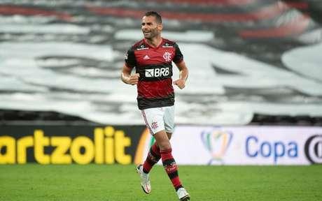 Thiago Maia atuando pelo Flamengo contra o Athlético Paranaense (Alexandre Vidal/Flamengo)