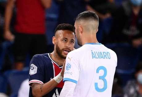 Neymar e Álvaro discutiram após ofensa racista em jogo na França (Foto: FRANCK FIFE / AFP)