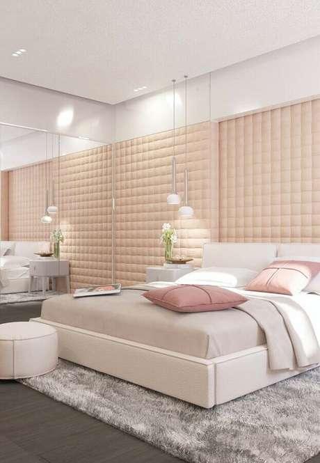 15. Cores claras para quarto feminino decorado com cabeceira rosa estofada – Foto: Archilovers