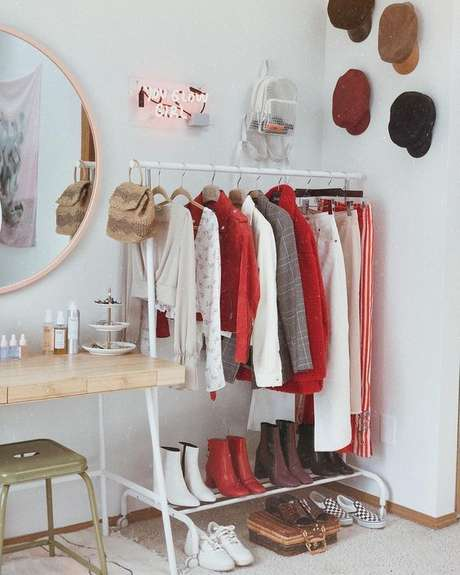 17. Closet modulado do lado da penteadeira – Via: Pinterest