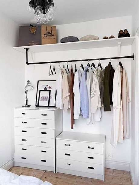 58. Use cômodas para complementar seu closet – Via: Pinterest