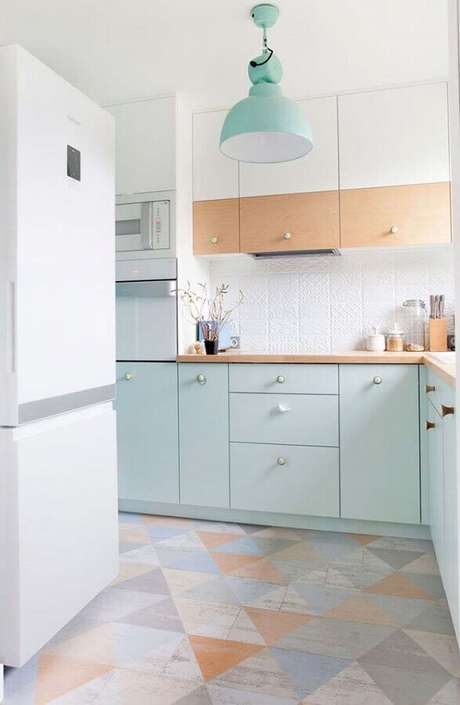 13. Cores claras para cozinha com armários verde pastel – Foto: Pinterest