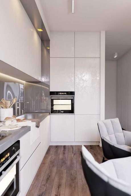 29. Decoração moderna com cores claras para cozinha planejada – Foto: Home Fashion Trend