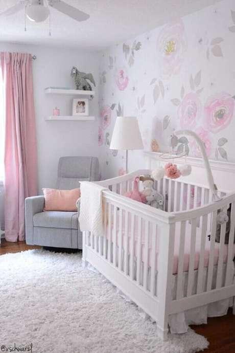 32. Papel de parede floral para decoração de quarto de bebê em cores neutras e claras – Foto: Etsy