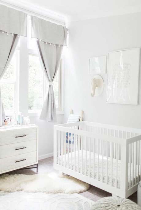 35. Decoração clean para quarto de bebê todo branco – Foto: Pinterest