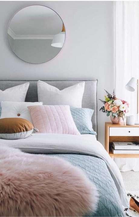 39. Cores claras são ótimas para levar um toque acolhedor na decoração do quarto – Foto: Home Fashion Trend