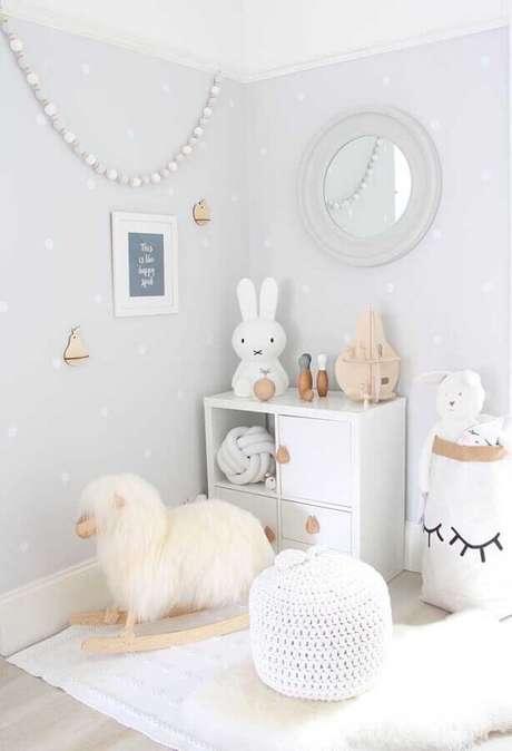 56. Decoração lúdica com cores claras para quarto infantil – Foto: Home Fashion Trend
