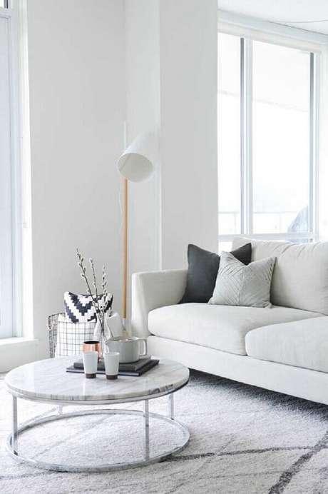 57. Cores claras para sala de estar minimalista – Foto: Houzz
