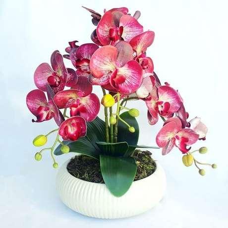 44. Vaso de orquídea marsala – Via: Pinterest