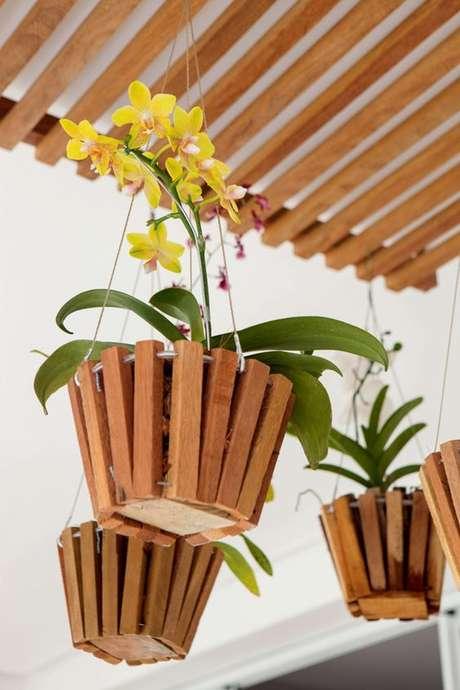 45. Vaso de orquídea amarela – Via: Casa e Jardim