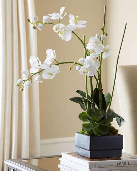 4. Vaso para orquídea branca – Via: Horchow