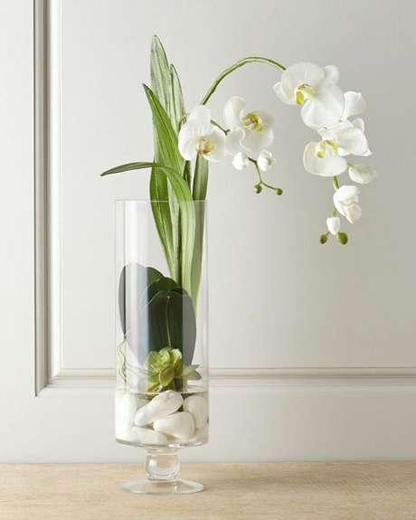 7. Vaso de orquídea de vidro – Via: Studio Lab Decor