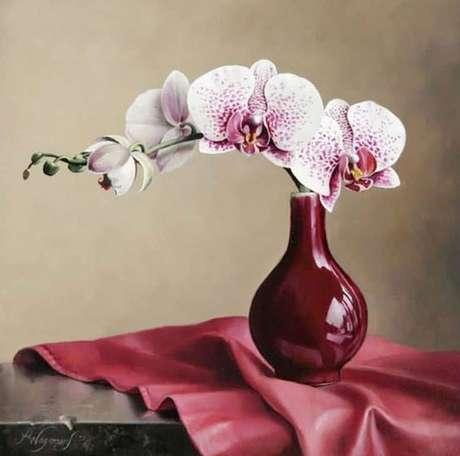 23. Vaso de orquídea marsala – Via: Art Maki