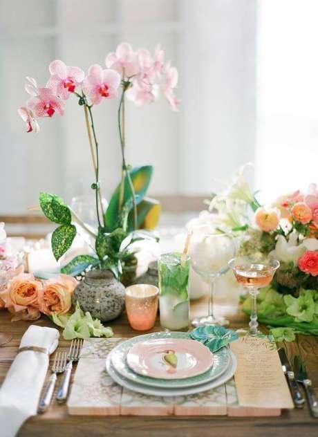 34. Vaso de orquídea rosa claro – Via: Noiva Ansiosa