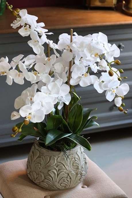 37. Vaso simples para orquídea – Via: Revista VD