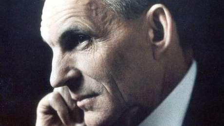 Henry Ford, que aplicou a montagem em série para produzir automóveis em massa
