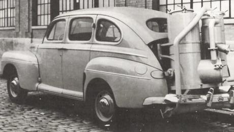 Veículo a gasogênio (caldeira alimentada por carvão vegetal), para contornar a falta de combustível durante a 2ª Guerra (1941-1947)