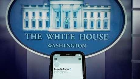 Redes sociais começaram a bloquear contas de políticos