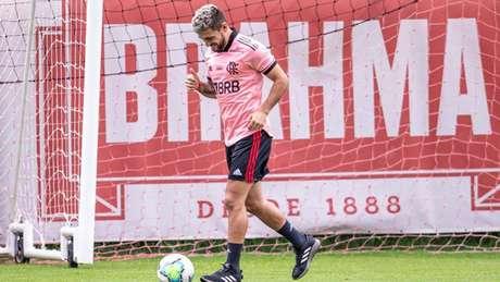 Arrascaeta é um dos principais jogadores do Flamengo (Foto: Marcelo Cortes/CRF)