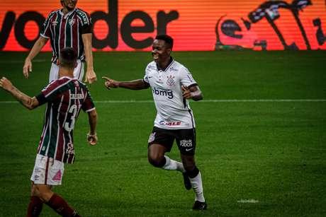 Corinthians atropela o Fluminense e entra de vez na briga pelo G6
